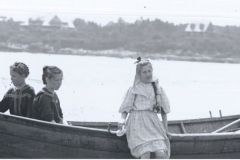 Locale-Prouts-Neck-3-children-by-boat-Prouts-Neck-in-background-95.27.49