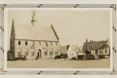 Danish-Village-Two-cars-and-fountain-2015.15.01c